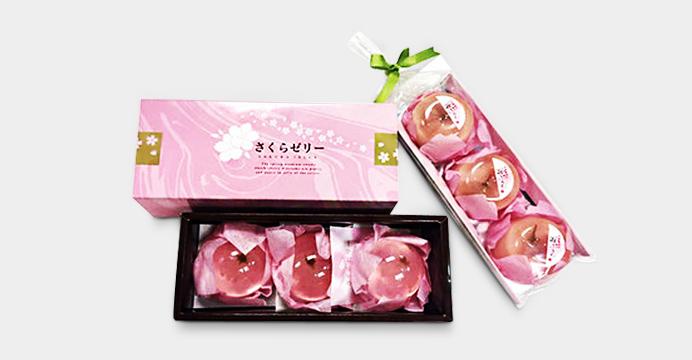 예쁜 벚꽃잎과 향기로운 맛에 흠뻑